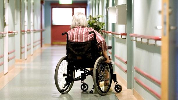 1-Kvinna i rullstol