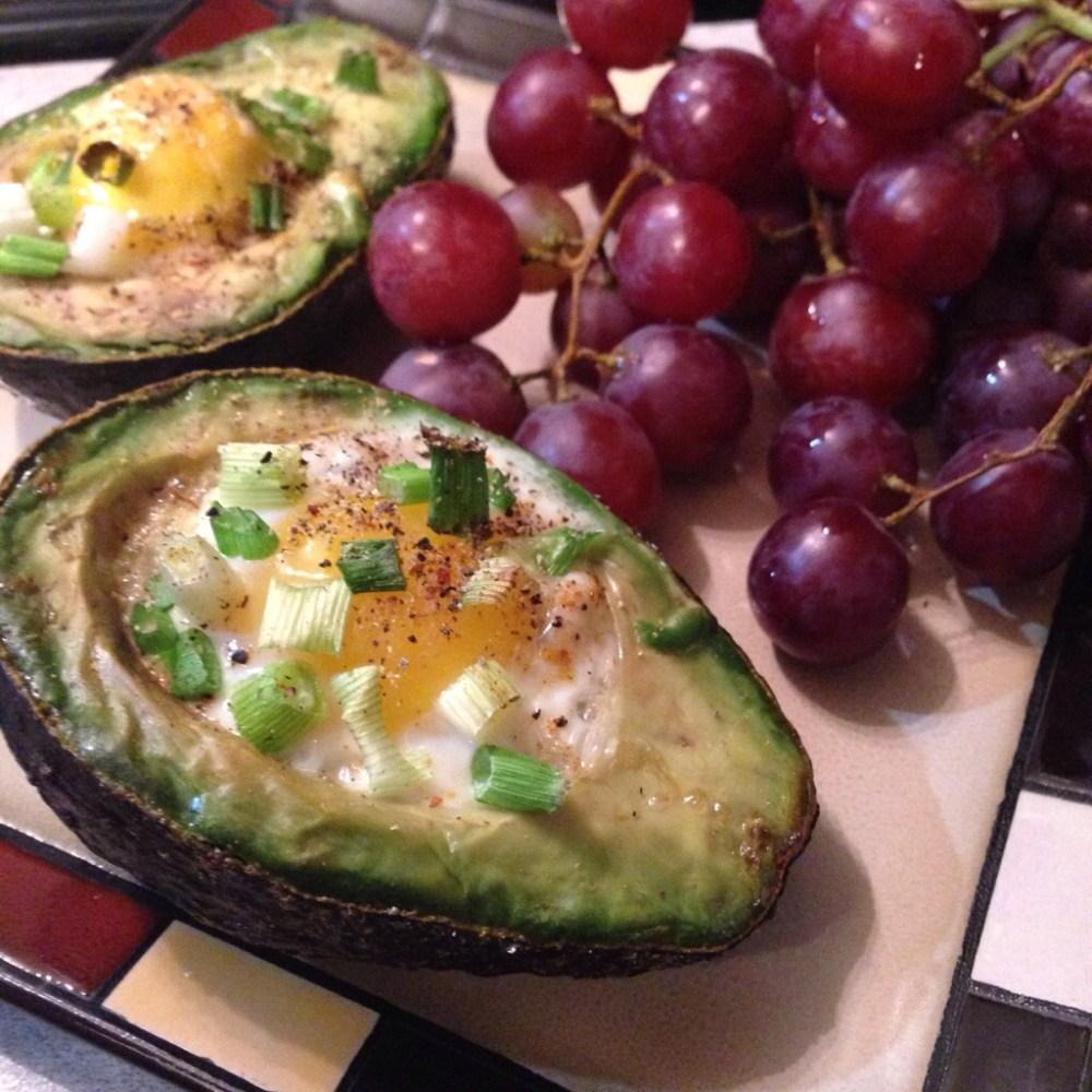SnapHappyBunny Cooks: Eggs Baked in Avocado (1/2)