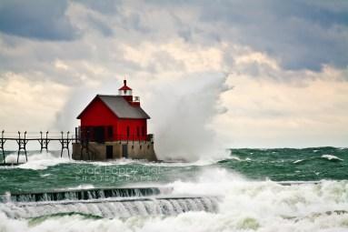 Photo: crashing wave, Lake Michigan, Grand Haven Lighthouse