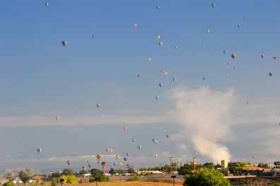What a site - all those balloons with the mountains behind.