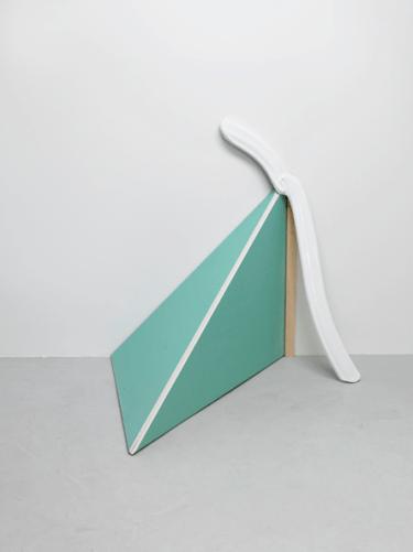 FIRST CREAM, 2009, wood, plastic, 140 x 150 x 70 cm / FIRST CREAM, 2009, bois, plastique, 140 x 150 x 70 cm