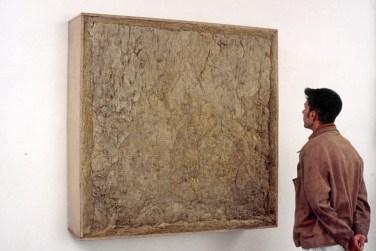 Tableau acoustique. Rock wool (10 cm), plywood, mousse (10cm), glue, chipboard, 135 x 135 x 30 cm / Tableau acoustique. Laine minérale (10 cm), contreplaqué, mousse (10 cm), colle, carton-pâte, 135 x 135 x 30 cm