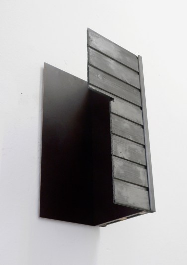 O.T. 2011, wood, graphite, MDF, 60 x 90 x 38 cm / O.T. 2011, bois, graphite, MDF, 60 x 90 x 38 cm