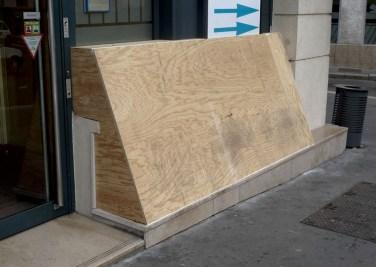 Helped sculpture #1. 2010, wood module 1 and 2, laminated plywood, bank facade, place Fourneyron / Sculpture aidée #1. 2010, module 1 et 2 en bois, contreplaqué lamellé collé, Façade de Banque place Fourneyron