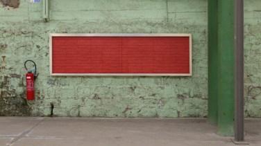Vitrines #2. 2012, installation in situ. Aluminum showcases and glass, wallpaper false pasted or pinned bricks / Vitrines #2. 2012, installation in situ. Vitrines aluminium et verre, papier peint fausses briques marouflé ou punaisé