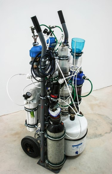 2014, osmosis, filters, nitrogen, tubes, dimensions variable / 2014, osmoseurs, filtres, azote, diable, tubes, dimensions variables