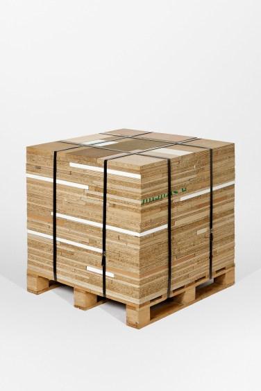 Palette (fall). 2006, various wood assembly, 69 x 70 x 70 cm / Palette (chute). 2006, assemblage de bois divers, 69 x 70 x 70 cm