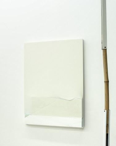 UNTITLED. 2015, wood, fabric, foam, spray paint, 110 x 28 cm / SANS TITRE. 2015, bois, tissu, mousse, peinture, 110 x 28 cm