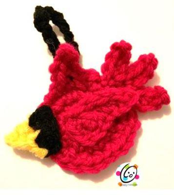 Free cardinal crochet ornament.