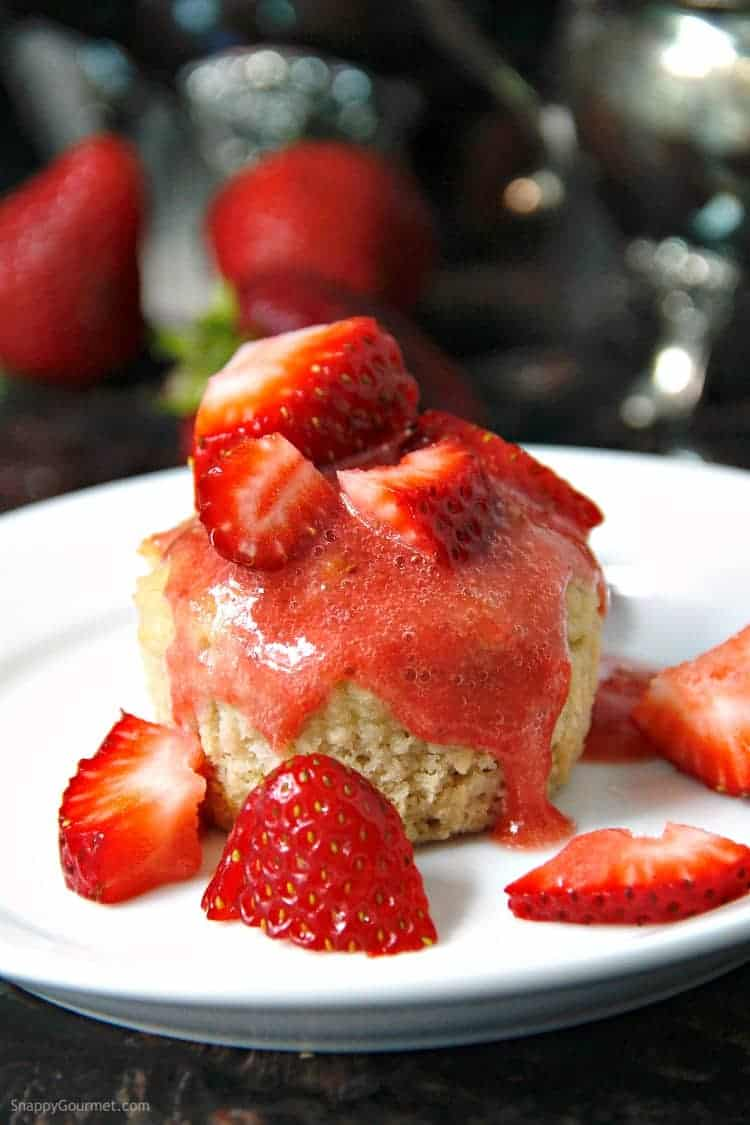 Almond flour muffin with strawberry sauce