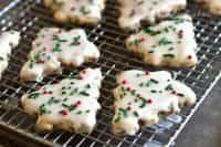 Favorite Christmas Cookies Recipes (Cinnamon Chip Shortbread) | snappygourmet.com