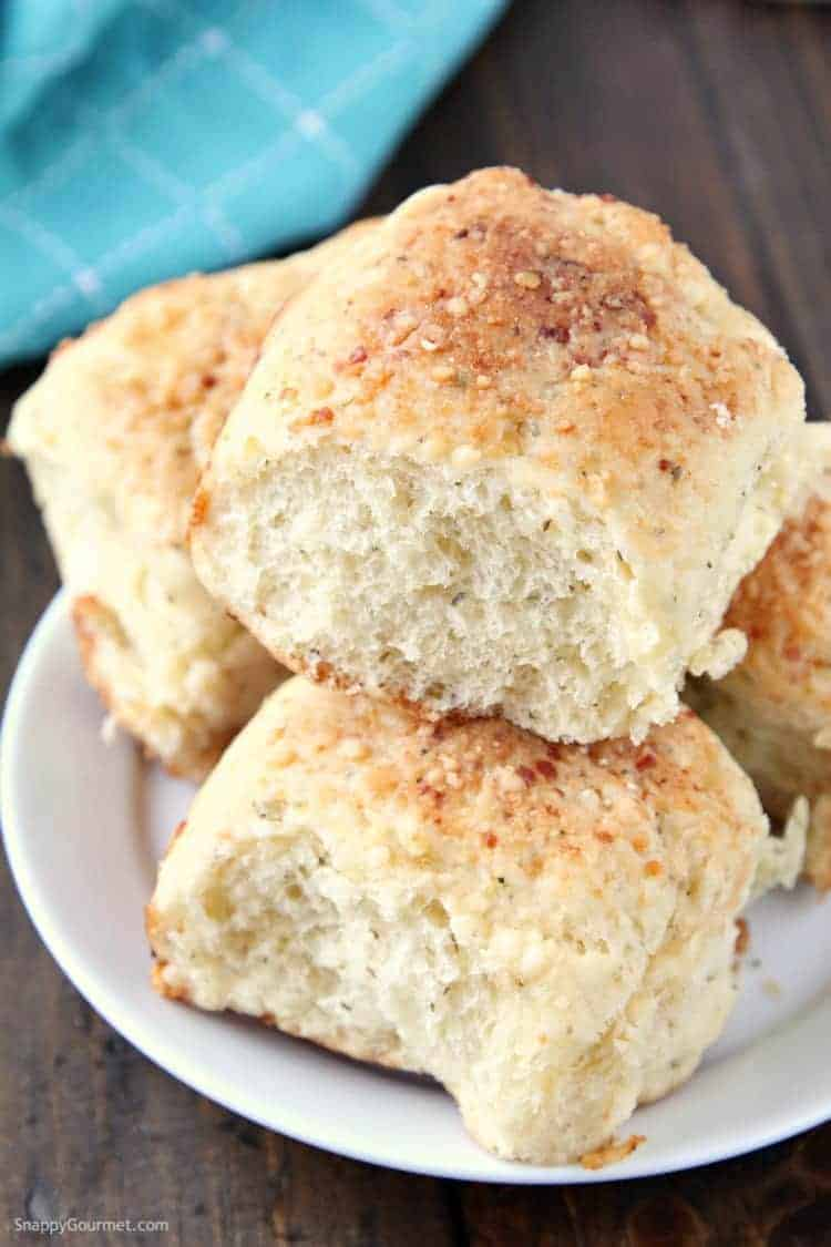 Homemade Dinner Rolls - How to make dinner rolls that are quick and easy and ready in one hour