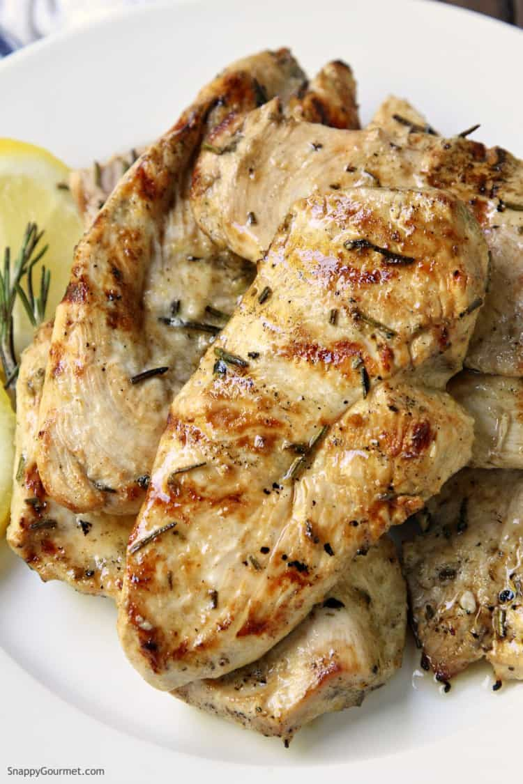 Grilled Lemon Rosemary Chicken - easy lemon rosemary chicken with a quick marinade