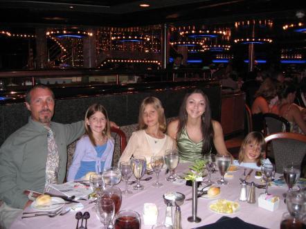 dinner_erwin_and_ladies.jpg