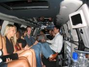 limo3_crowd.jpg