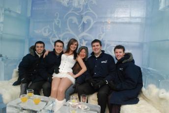 minus_5_group_with_waitress.jpg