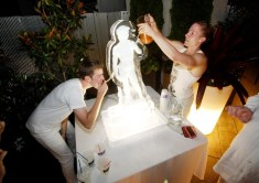 ice_luge_statue_drinking