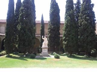 basilica_di_santa_croce_statue_garden