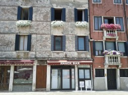 facade_with_flowers