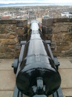 edinburgh_castle_cannon