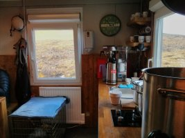 prihnukagigur_volcano_base_camp_kitchen