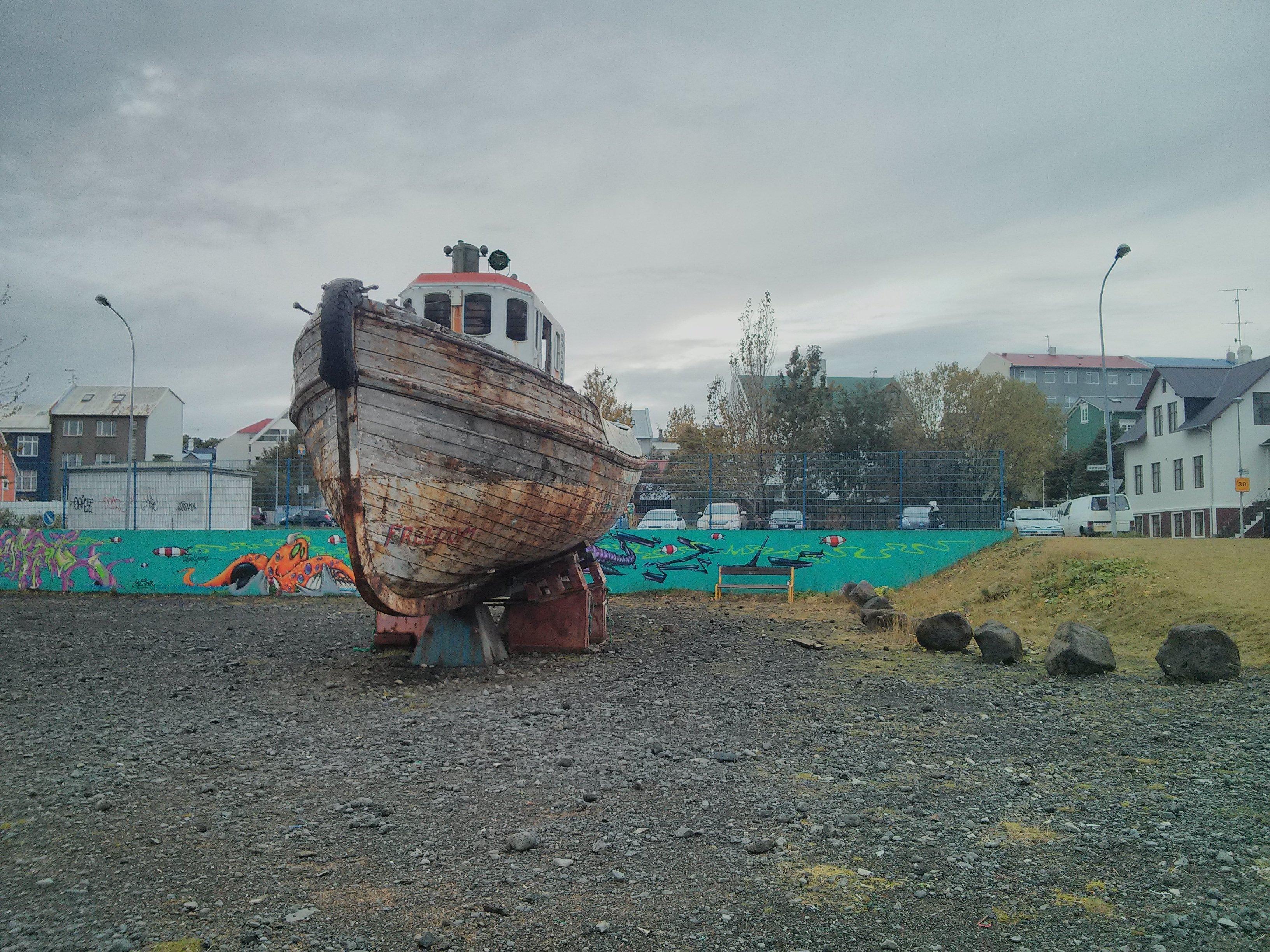 tugboat_mural_houses