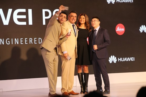 Boman Irani, Sushmita Sen and Peter Zhai, President, Huawei India Consumer Business Group launching the flagship Huawei P9 in New Delhi
