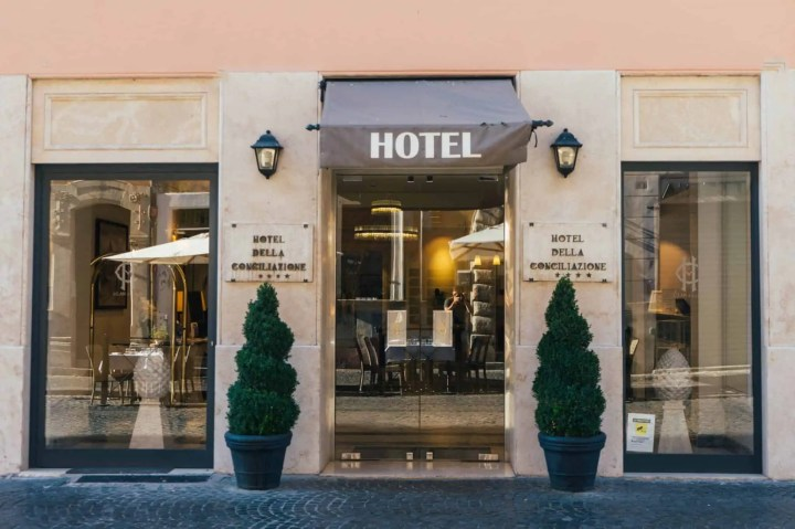 hotel in Rome scaled Snazzy Trips