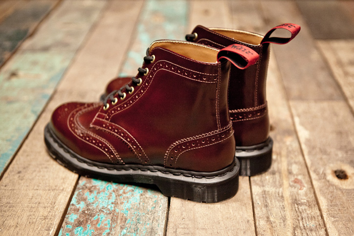 Photo04 - BEAMS x Dr. Martens 7-Eye Brogue Boot