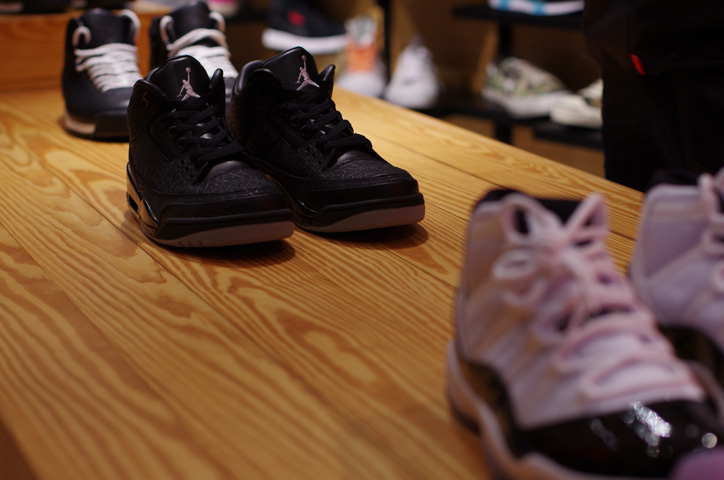 """Photo10 - UNDEFEATED TOKYO Store Exhibition """"WELCOME TO THE 2011 NIKE MAG"""" Recap"""