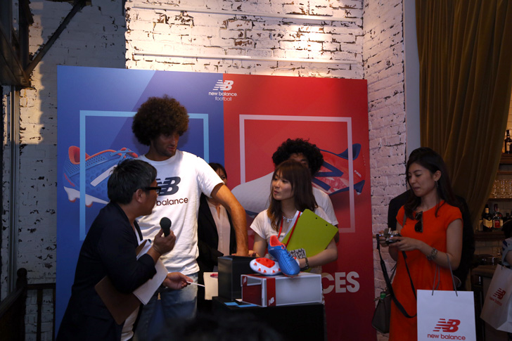 Photo14 - マンチェスター・ユナイテッド所属のマルアン・フェライーニ選手を招いた New Balance FOOTBALL 2015FW BOOTS REVEAL PARTY が開催