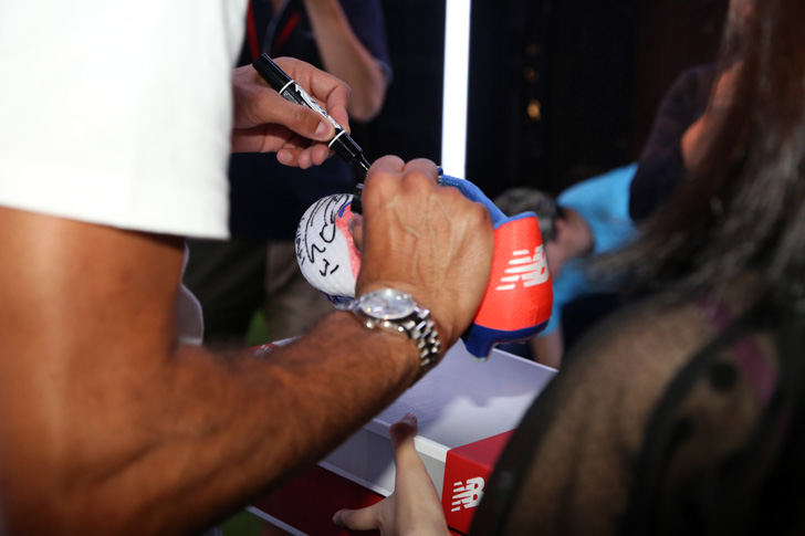 Photo20 - マンチェスター・ユナイテッド所属のマルアン・フェライーニ選手を招いた New Balance FOOTBALL 2015FW BOOTS REVEAL PARTY が開催