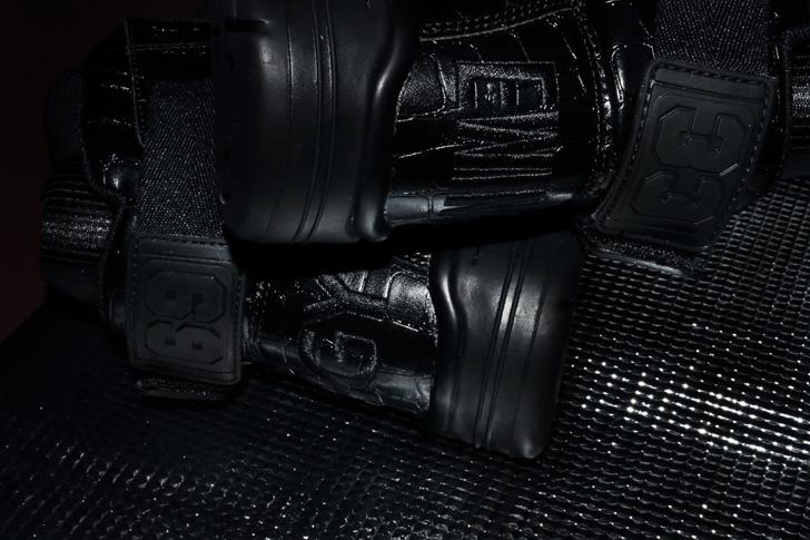 Photo01 - ユーイングは、名古屋を拠点に活動するAK-69とDJ RYOW、原宿のスニーカーショップatmosとのコラボモデルを発売