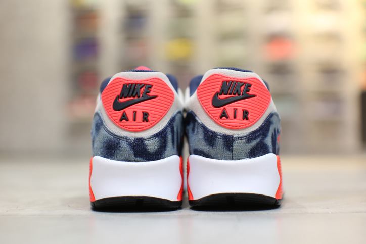 "Photo04 - Interview with Sports Lab by atmos Director Koji ""NIKE AIR MAX 90 Bleach Denim Collection"""