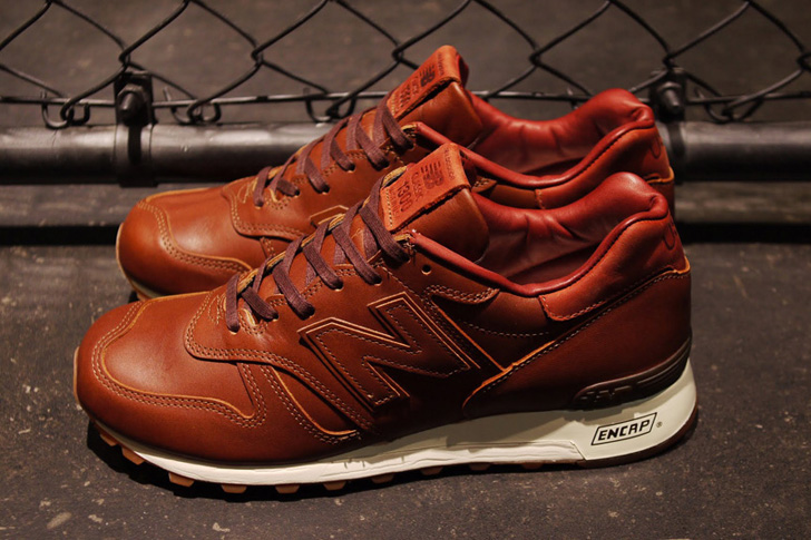 "Photo02 - 1905年創業の老舗タンナーHORWEEN社のプレミアムレザーを採用した、New Balance M1300CL ""made in U.S.A.""が登場"