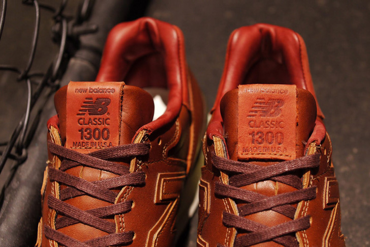 "Photo05 - 1905年創業の老舗タンナーHORWEEN社のプレミアムレザーを採用した、New Balance M1300CL ""made in U.S.A.""が登場"