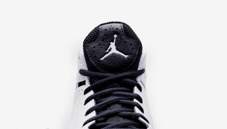 Photo02 - Air Jordan 2012