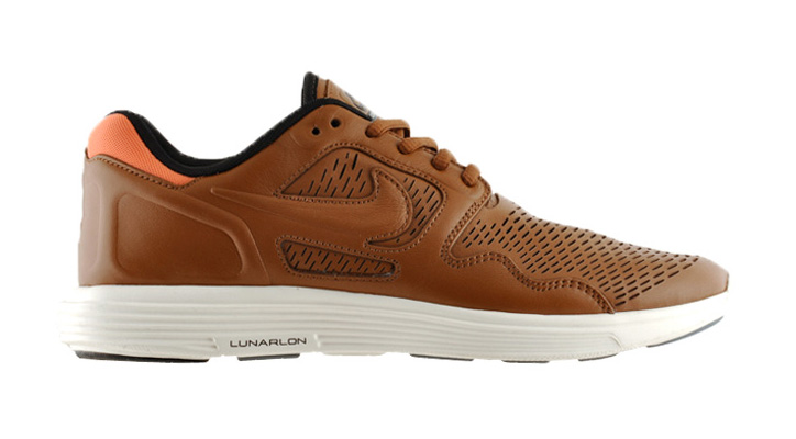 Photo01 - NIKE LUNAR FLOW PREMIUM