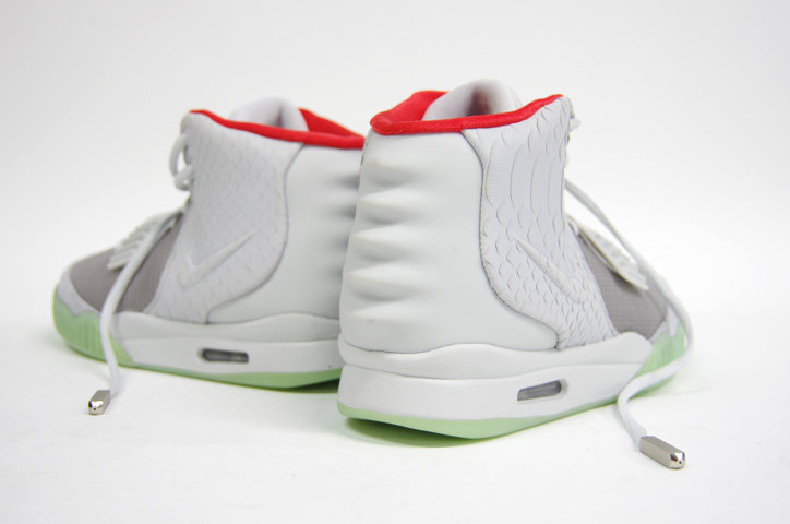 Photo07 - NIKE AIR YEEZY II NRG 販売方法