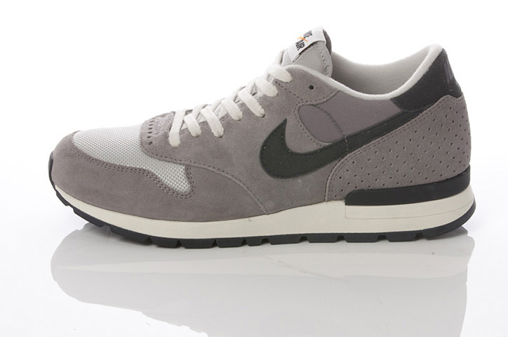 Photo05 - NIKE GREY / NAVY COLLECTION