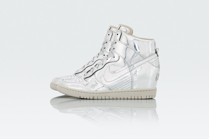 Photo02 - NIKE Metallic CollectionからNIKE DUNK SKY HIGH Au / Ag を発売