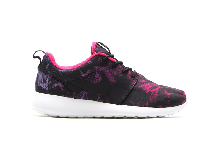 Photo02 - NIKE WMNS 「Women's Nagoya Marathon Pack」