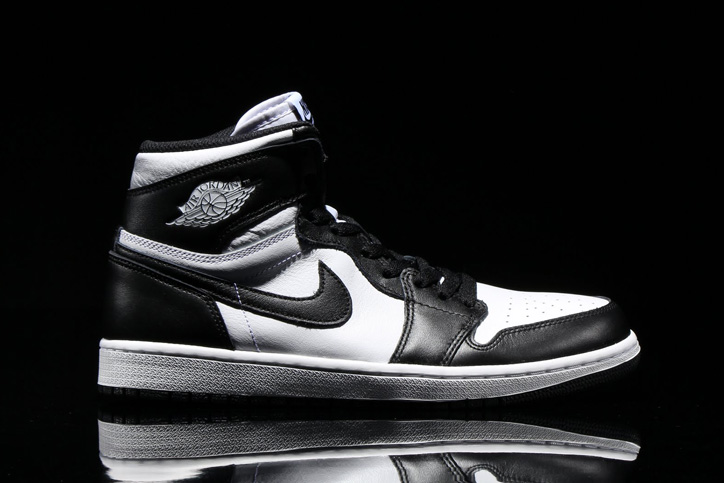 Photo02 - NIKE AIR JORDAN 1 RETRO HIGH OG BLACK/WHITE が発売