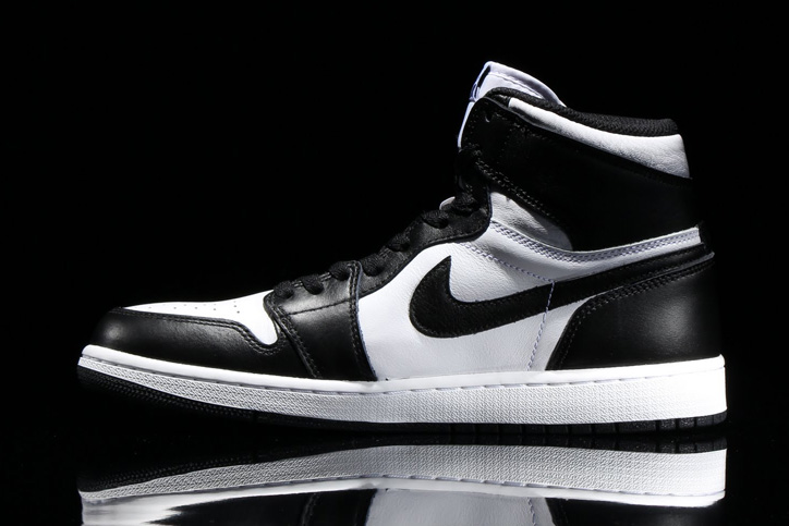 Photo03 - NIKE AIR JORDAN 1 RETRO HIGH OG BLACK/WHITE が発売