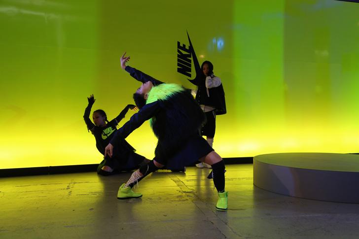 Photo16 - NikeLab x sacaiがスポーツウェアの定番に暖かく贅沢なひねりを加えた秋冬のコレクションを発表