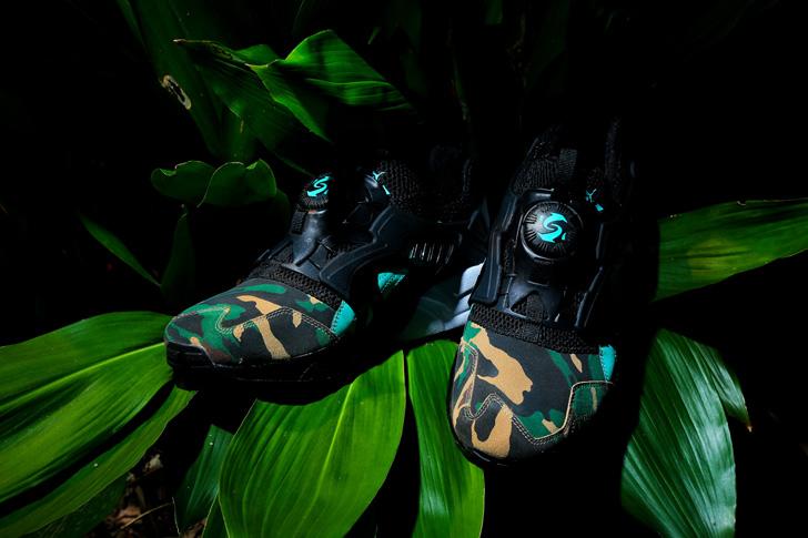 """Photo01 - プーマは、闇夜のジャングルを表現したatmosとのコラボモデルDISC BLAZE """"NIGHT JUNGLE""""を発売"""