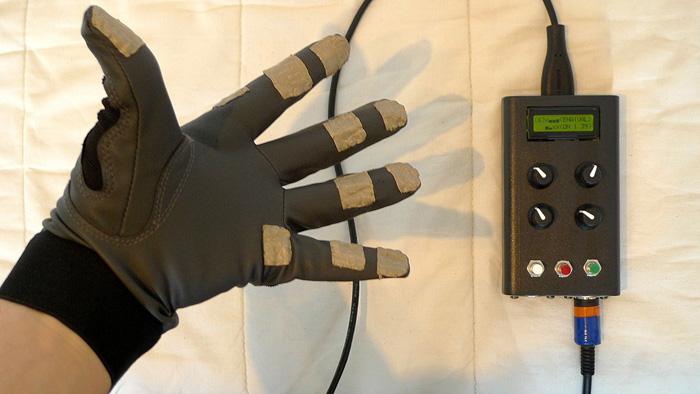 sneak thief,studio,hardware,glove,rękawiczka,midi,sneaky gestures,sterowanie gestami,kontroler midi,
