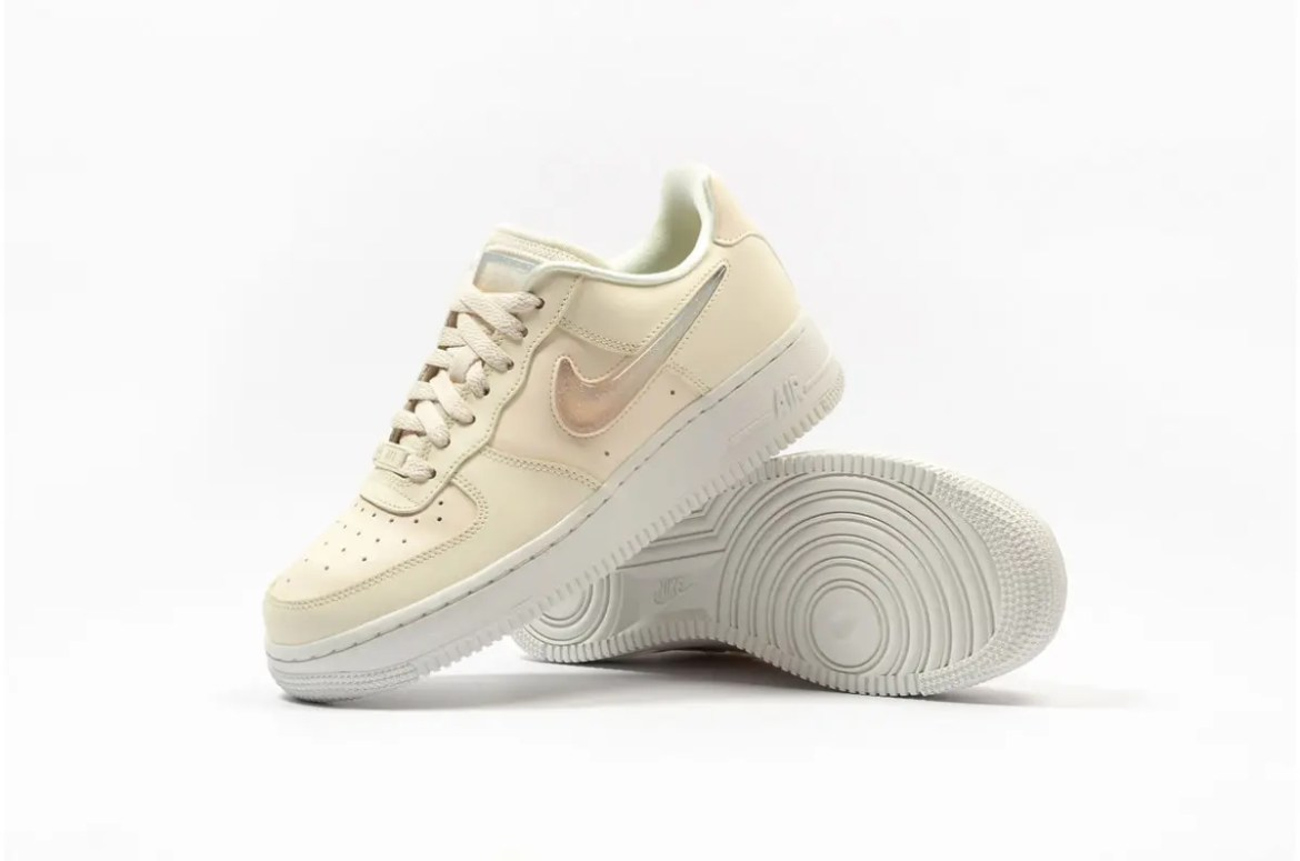 nike-wmns-air-force-1-07-se-premium-ah6827-100-36