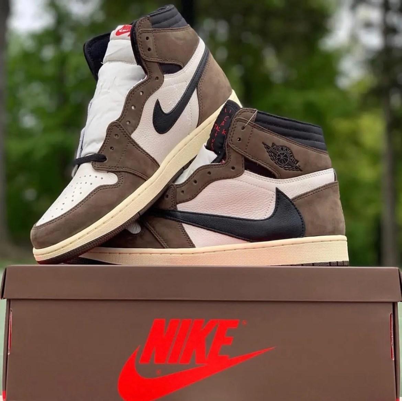 Nike Travis Scott Air Jordan 1 Retro High OG-04