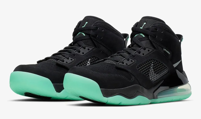jordan-mars-270-black-green-glow-CD7070-003-01